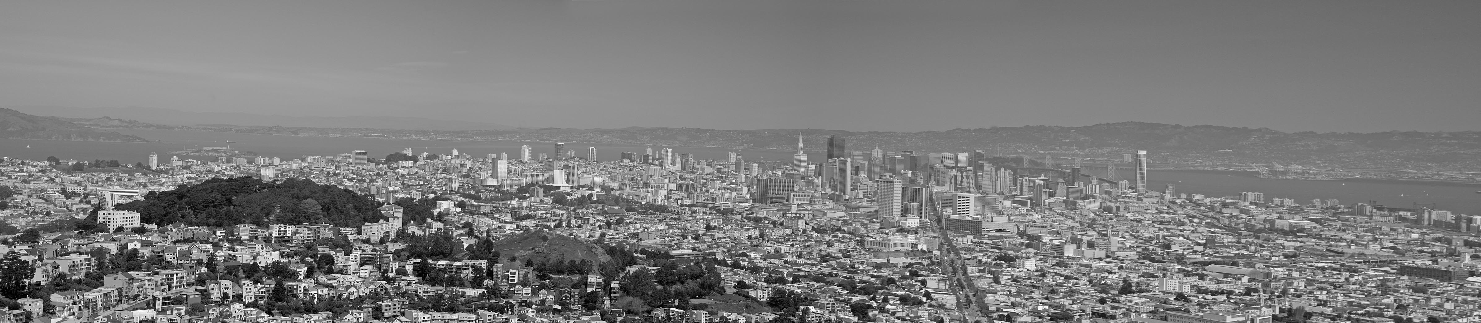 Panoramic view of Downtown SF and Market street – BW