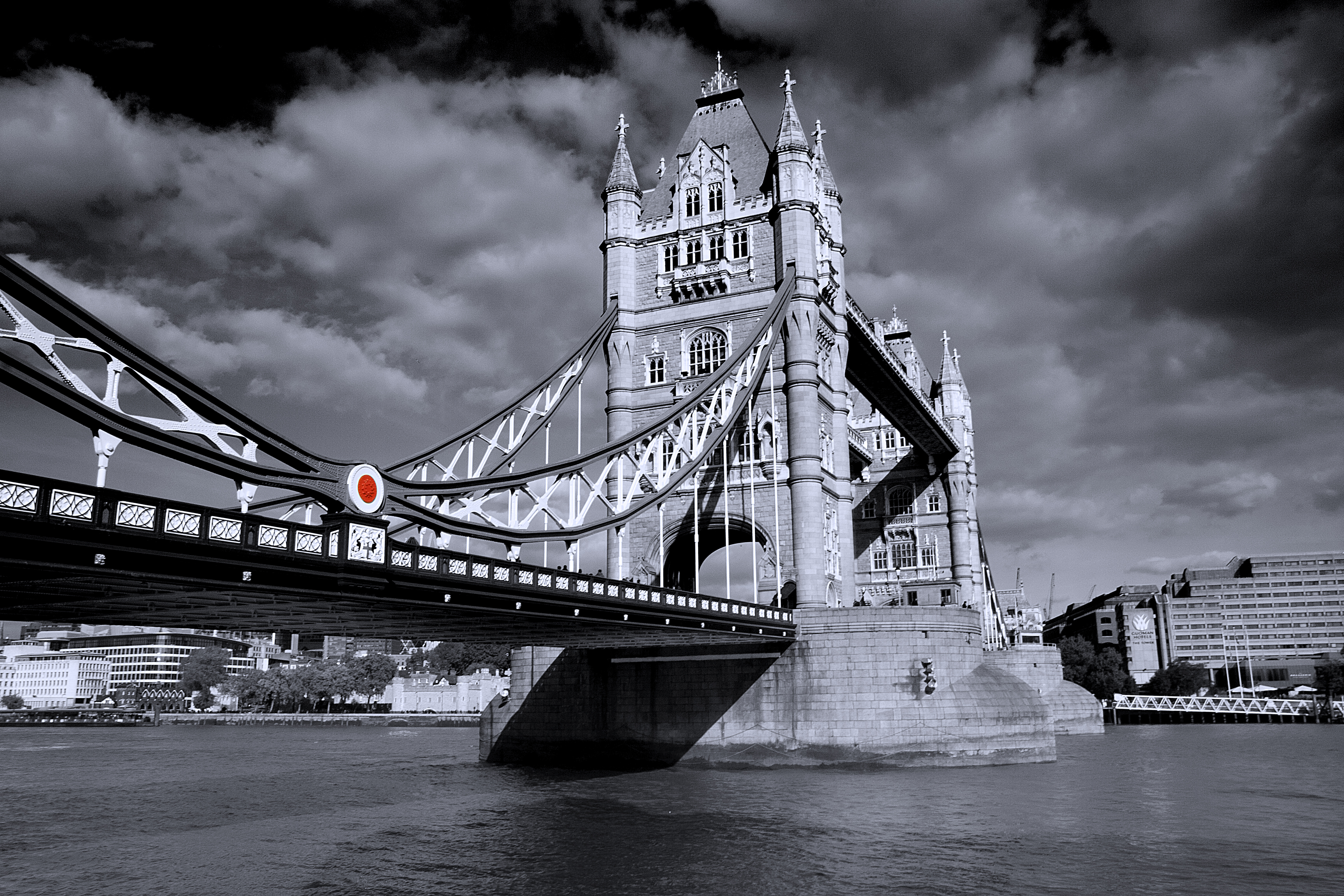 The Tower Bridge – BW