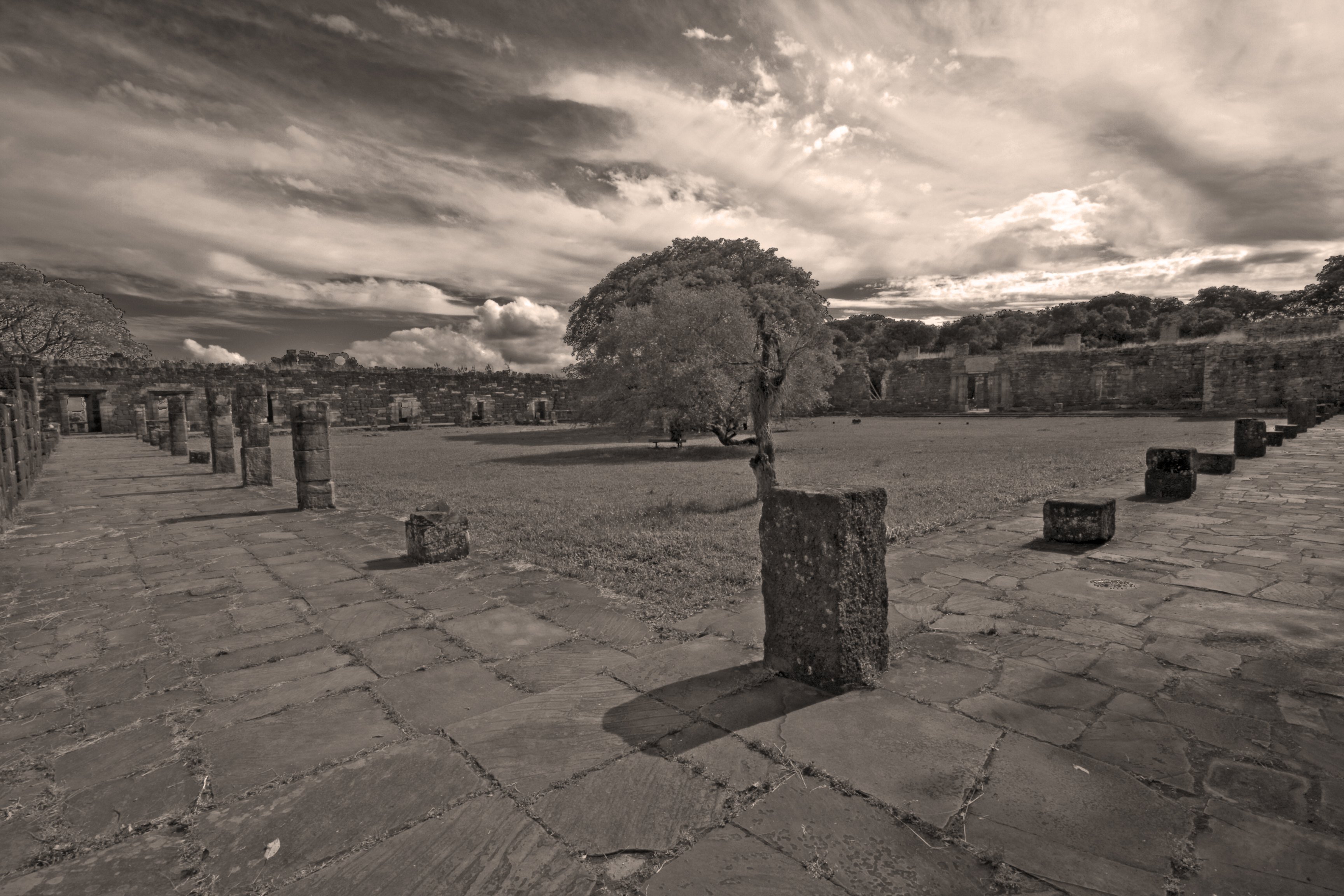 View on the outside of the ruins – BW