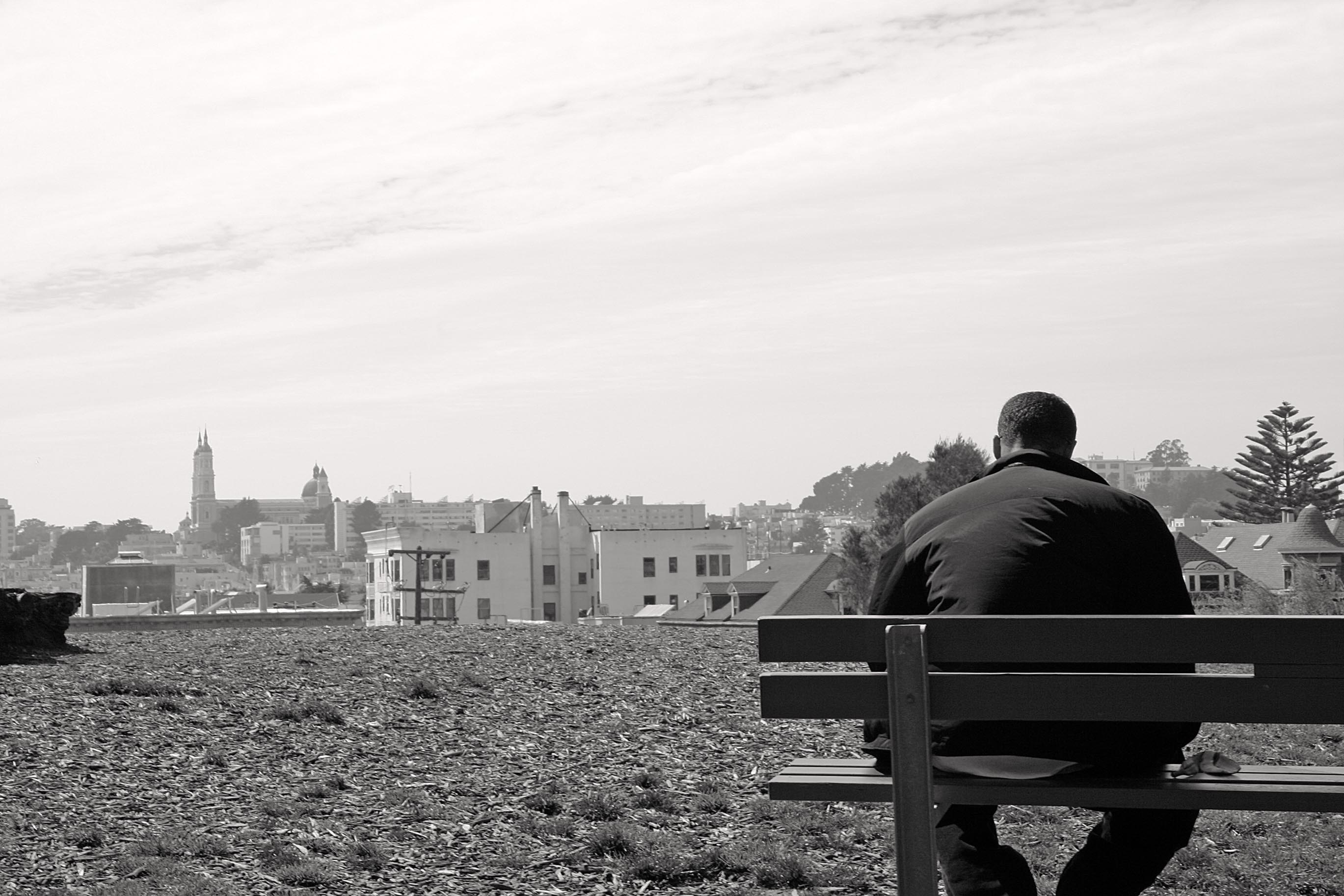 A man on a bench at Alamo Square – BW