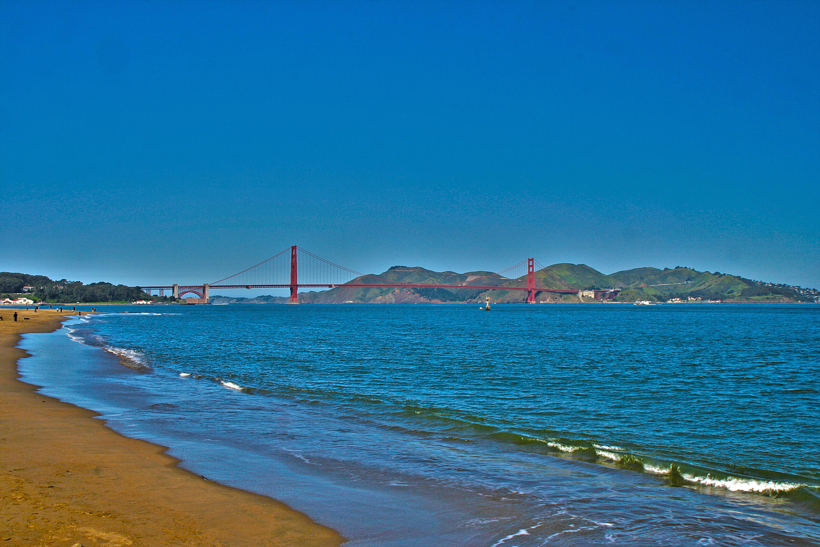 The beach and the Golden Gate Bridge – HDR